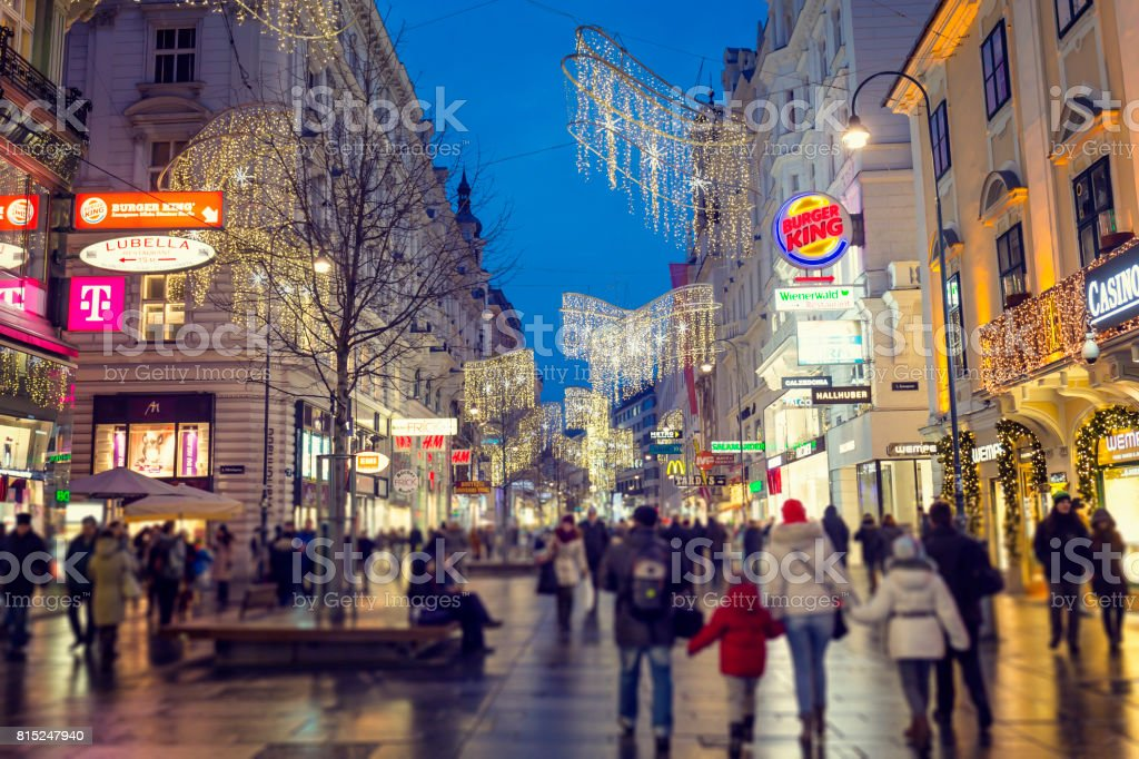 Graben The Main Shopping Street In Vienna At Christmas Stock Photo