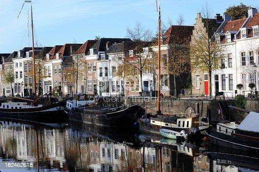 istock Grachtenpanden in 's-Hertogenbosch, Netherlands 182462618
