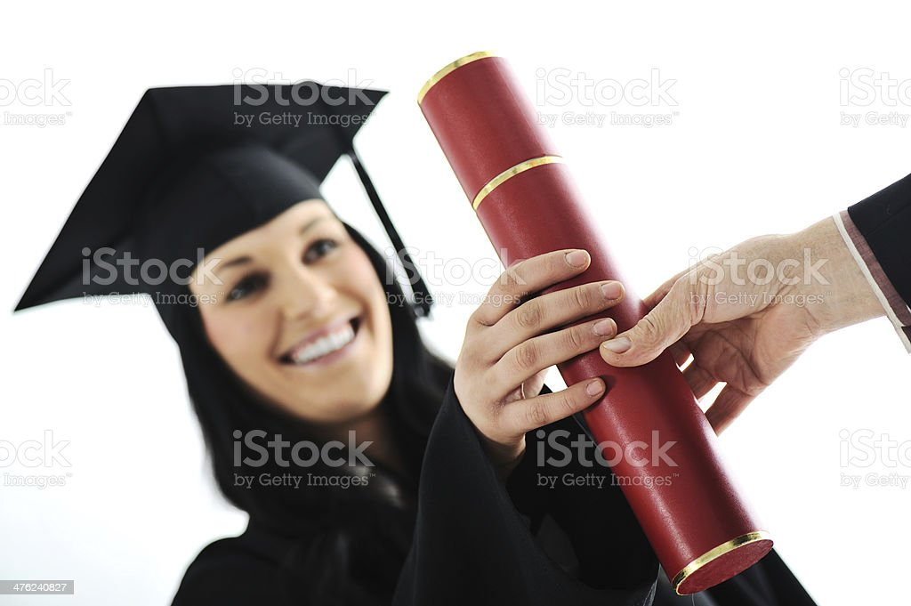 Девочка студентоввыпускников в вечернее платье Получение диплома  Девочка студентов выпускников в вечернее платье Получение диплома Стоковые фото Стоковая фотография