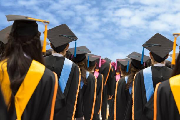 Graduates in university picture id800927736?b=1&k=6&m=800927736&s=612x612&w=0&h= 1eujwdfbnnq7tonuitev7h wsvrmjtw6nmdtawvuma=