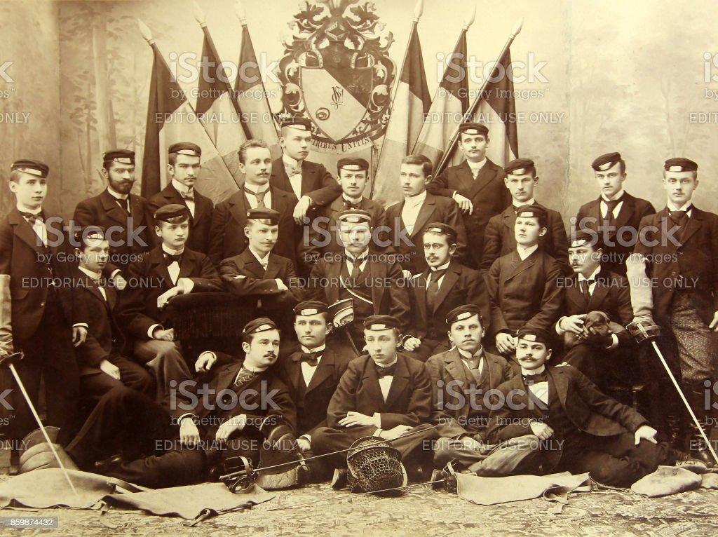 RIGA, Letland - omstreeks 1907: Afgestudeerden van het Polytechnisch Instituut Riga foto