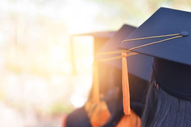graduados - graduación fotografías e imágenes de stock