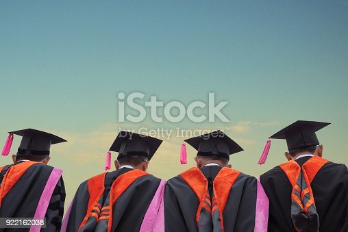 istock graduates 922162038