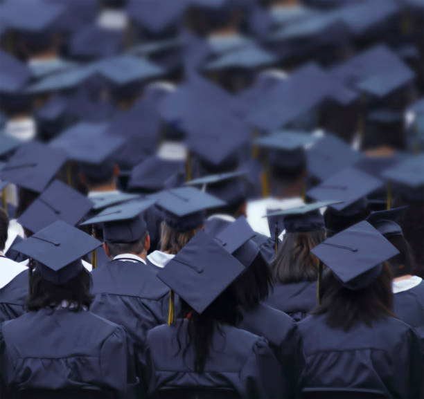 Graduierungstag. Absolventen. Beginn – Foto