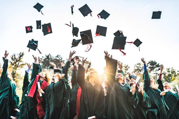 ¡día de graduación! - graduación fotografías e imágenes de stock