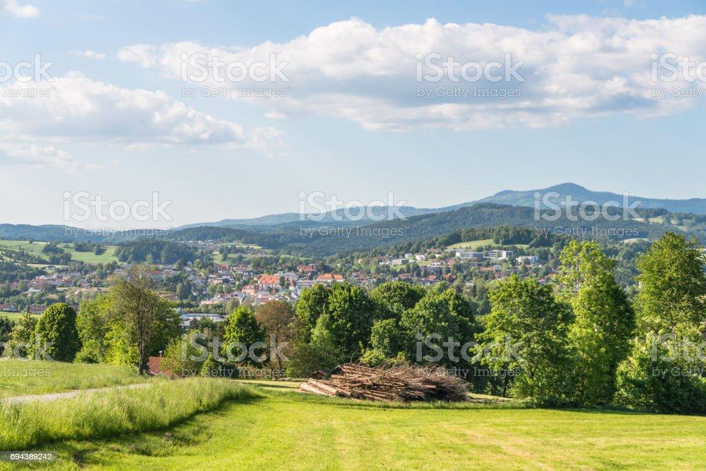 Grafenau im Bayerischen Wald mit Bergen kleine und große Rachel – Foto