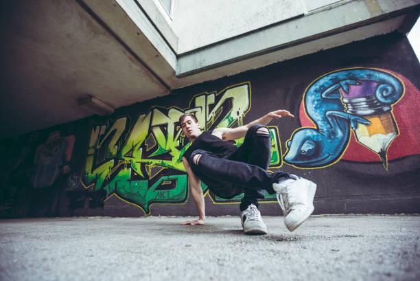graffiti och breakdansare - street dance bildbanksfoton och bilder