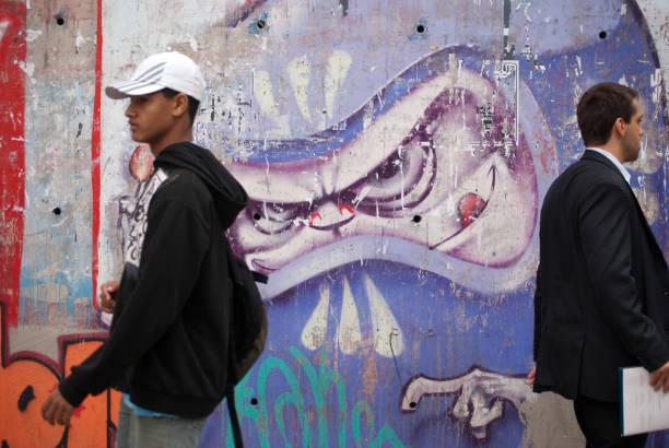 graffiti und herren - trennungssprüche stock-fotos und bilder