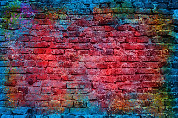 grafiti tuğla duvar - duvar yazısı stok fotoğraflar ve resimler