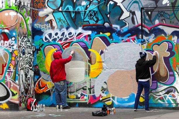 graffiti in london - sprüche englisch stock-fotos und bilder
