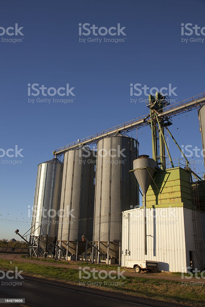 Элеватор для людей что такое приводная станция скребкового конвейера