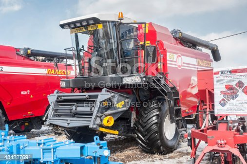 171320236 istock photo Grain-harvesting self-propelled harvester 484227691