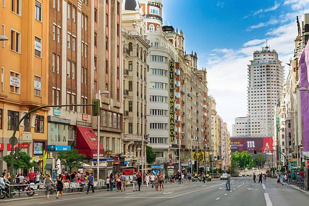 gran via マドリッドで - マドリード グランヴィア通り ストックフォトと画像