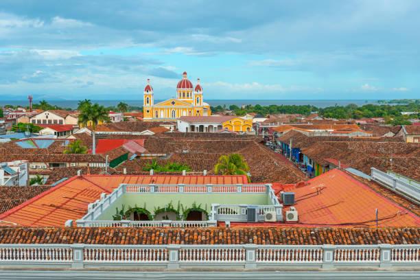stadtbild von granada in nicaragua - nicaragua stock-fotos und bilder