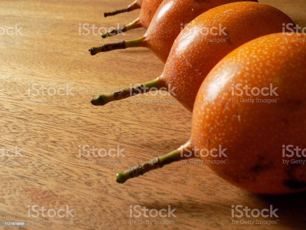 Granadillas en fila stock photo