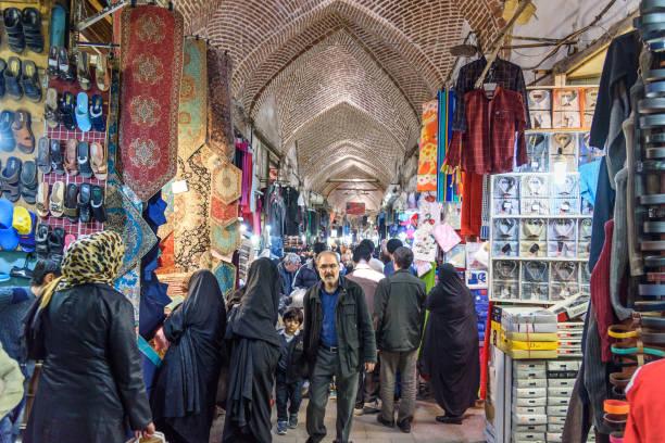 basar in tabriz. provinz ost-aserbaidschan. iran - größte städte der welt stock-fotos und bilder