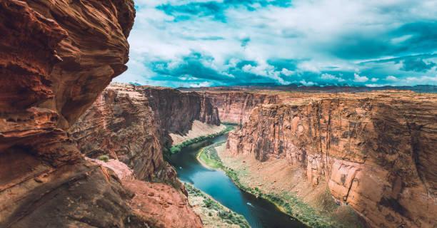 grand canyon national park - geërodeerd stockfoto's en -beelden