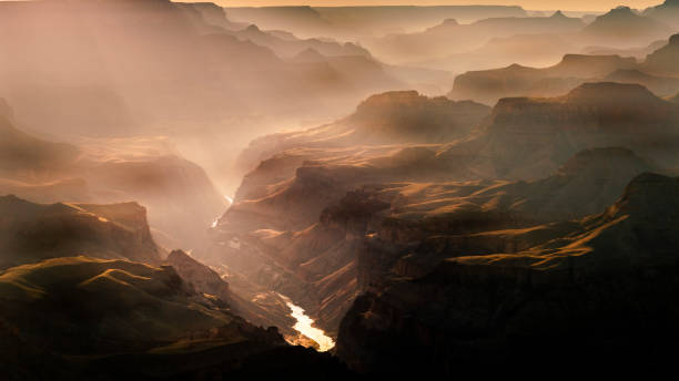 grand canyon südrand über colorado river bei sonnenuntergang – arizona, usa - canyon stock-fotos und bilder