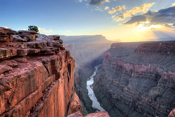grand canyon toroweap point sonnenaufgang - schlucht stock-fotos und bilder