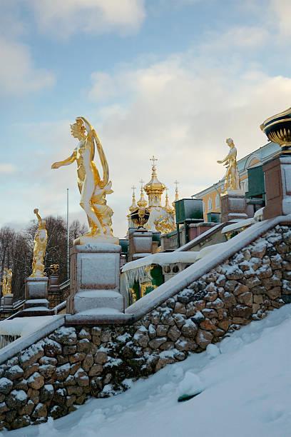 grand cascade in peterhof, russia - peterhof stockfoto's en -beelden