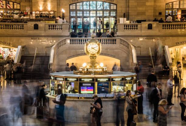 grand central metro istasyonu buzy gün yaklaşık 4 de manhattan'ın - sefer tarifesi stok fotoğraflar ve resimler