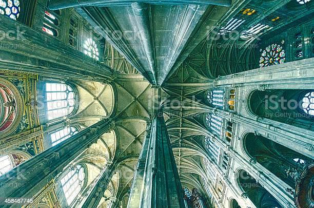 Foto de Grand Interior Do Marco Igreja Santo Eustáquio e mais fotos de stock de Alto - Descrição Geral