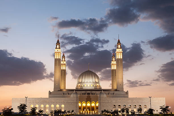 великая мечеть в nizwa, оман - oman стоковые фото и изображения