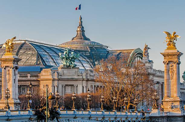 grand palais und Pont Alexandre III in paris, Frankreich, Stadt – Foto