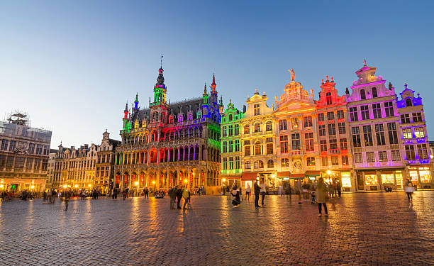 grand place with colorful lighting at dusk in brussels. - brussels stockfoto's en -beelden
