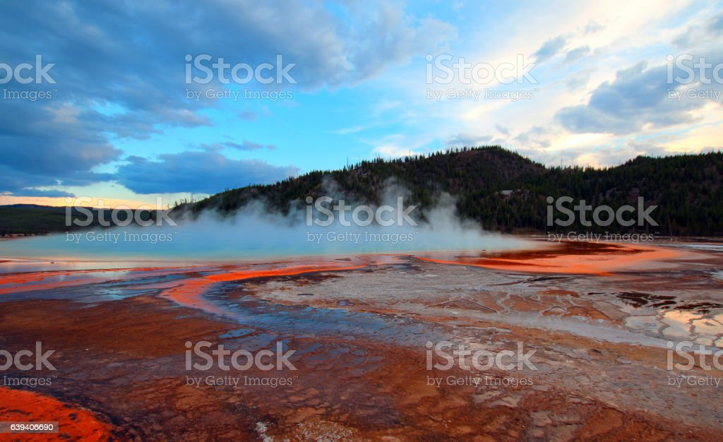 Grand Prismatic Spring sunset in Yellowstone National Park​​​ foto