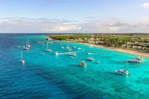 grand turk island beautiful beach - bahamas foto e immagini stock