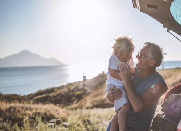 Großvater und Enkel auf der Roadtrip – Foto