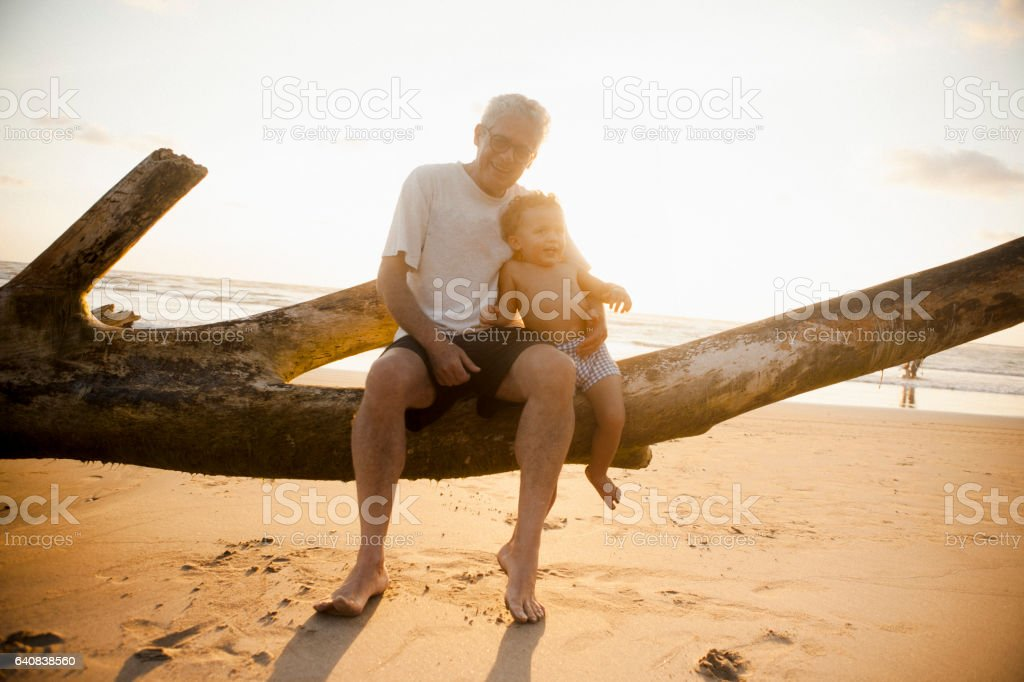 Abuelo y nieto  - foto de stock