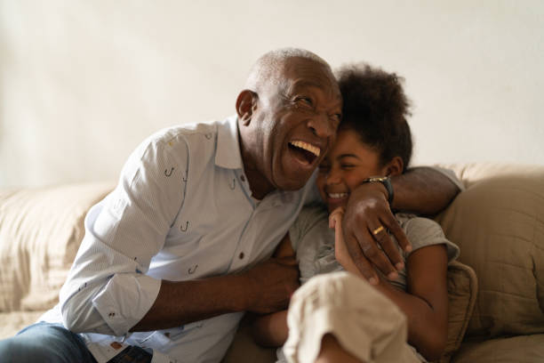 grandfather playing with her granddaughter at home - idosos imagens e fotografias de stock
