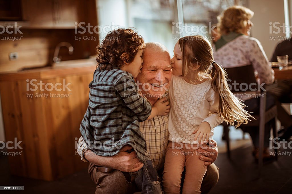 Grandfather playing with his grandkids - fotografia de stock