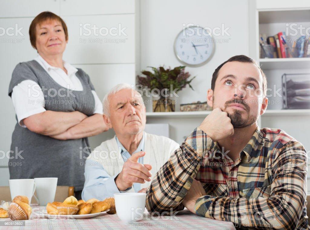 Avô ensina neto - Foto de stock de Acessibilidade royalty-free