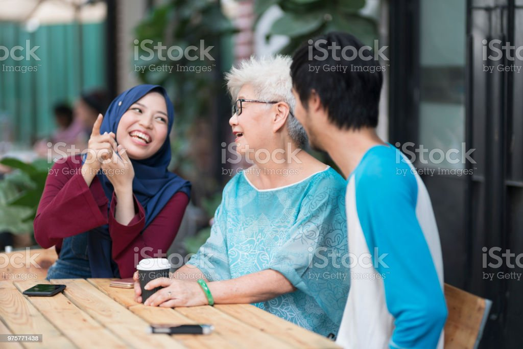Oma liebt Witze - Lizenzfrei Alter Erwachsener Stock-Foto