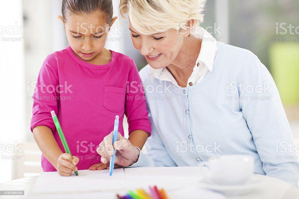 Oma Enkelin Zeichnen Unterricht Stockfoto 470700225 Istock