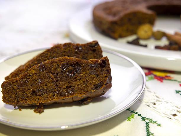 oma-cake - löcherkuchen stock-fotos und bilder