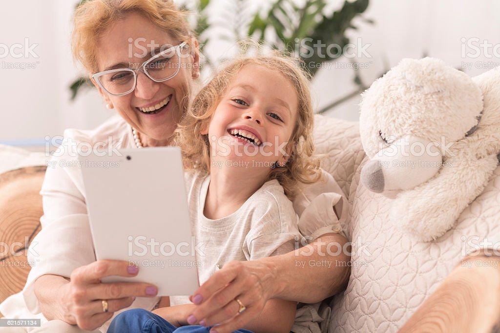 Grandmother taking  selfie with child photo libre de droits
