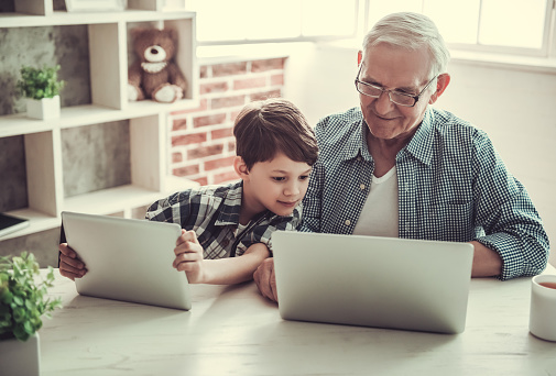 Großvater Und Enkel Stockfoto und mehr Bilder von Alt