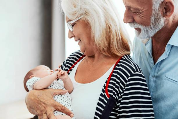 Großeltern mit Enkelkind – Foto