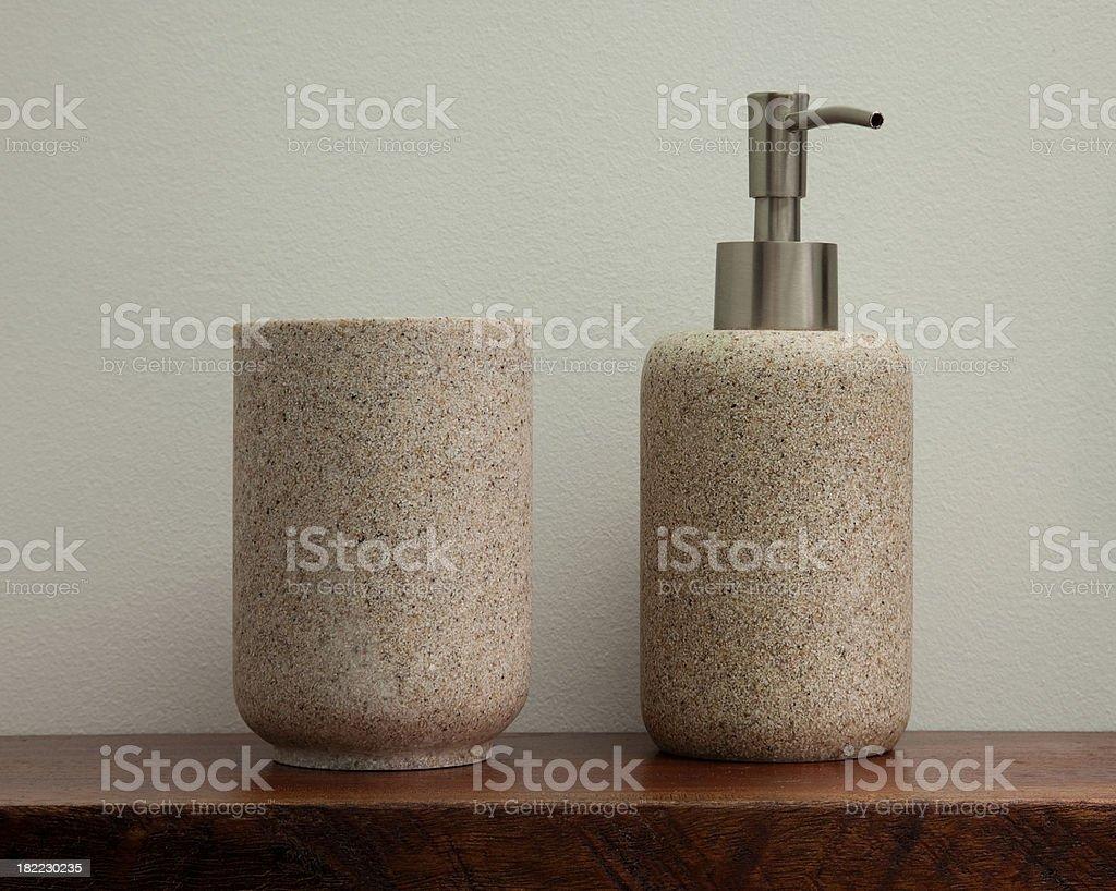 Contenitore bagno in granito e distributore di sapone liquido