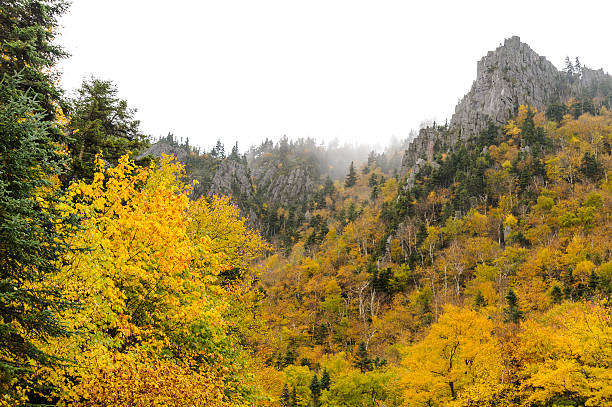 granite peaks dixville notch - dixville notch stockfoto's en -beelden