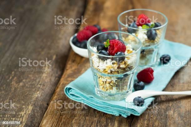 Müsli Und Quark Dessert Stockfoto und mehr Bilder von Abnehmen