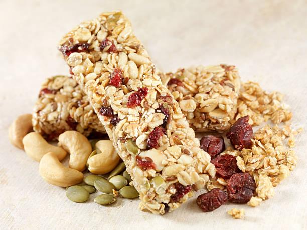 granola bars - kauwgomachtig stockfoto's en -beelden