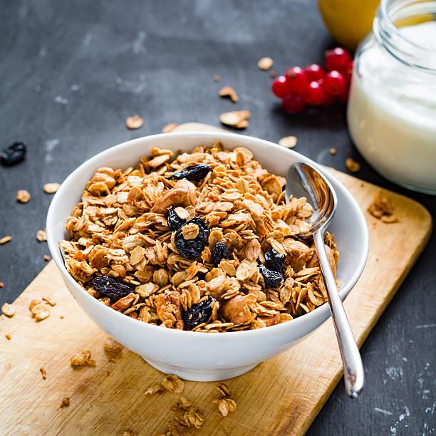 muesli, iogurte e frutos - muesli imagens e fotografias de stock