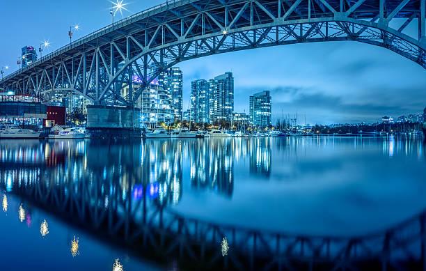 granville  bridge at night - vancouver canada stockfoto's en -beelden