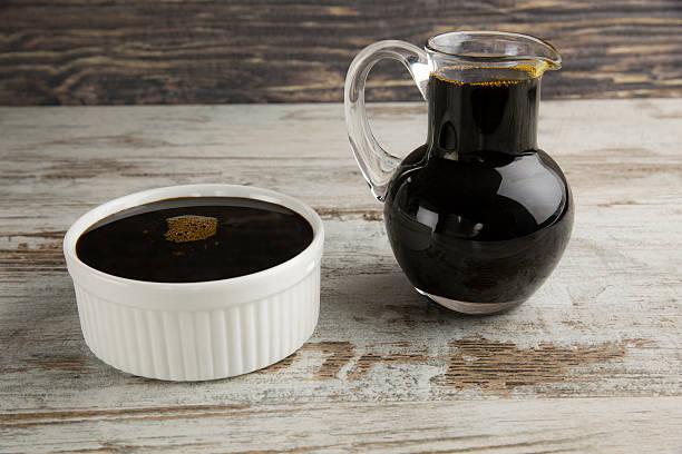 traubensirup. - grape sugar stock-fotos und bilder