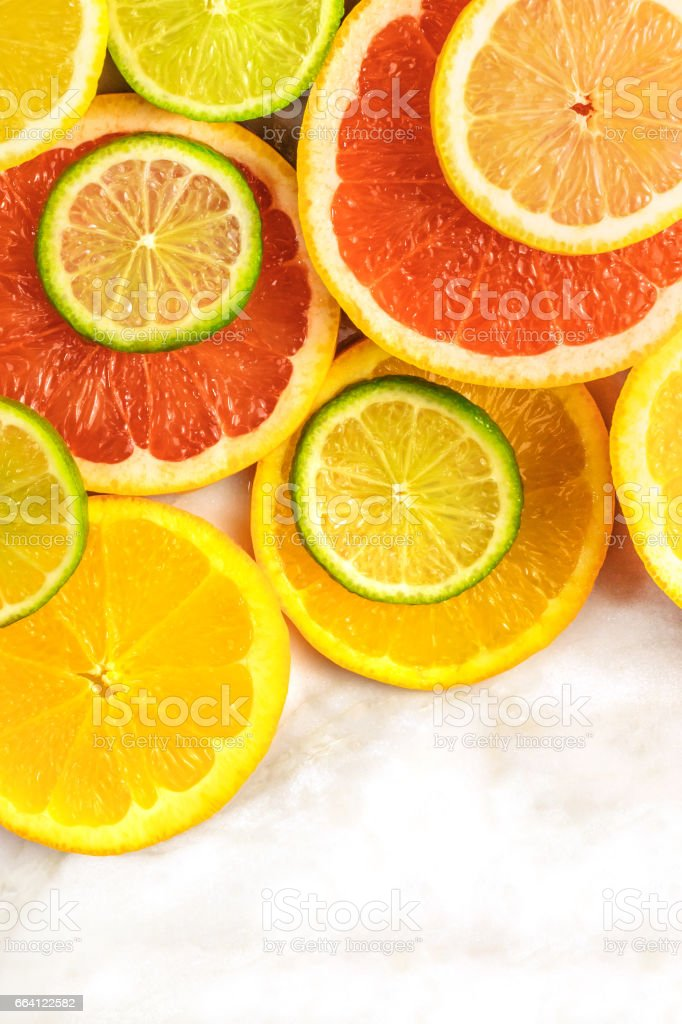 Grapefruit, lime, lemon, and orange slices with copyspace foto stock royalty-free